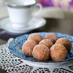 These Korean style sweet potato and rice donuts recipe is very quick and simple to make. They can be easily adapted to gluten-free or vegan style recipe.