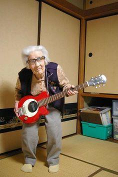 おばあちゃん This is hardly Shonen Knife, but rock on, Oba-chan! Foto Picture, Never Too Old, People Having Fun, Old Folks, The Golden Years, Photo Portrait, Old Age, Young At Heart, Aging Gracefully