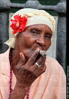 Morena woman smoking cigar black woman representative to the Cuban . Cigars And Women, Women Smoking Cigars, Cigar Smoking, Cuban Women, Havana Cigars, Cigar Art, Red Beard, Old Faces, Nostalgia