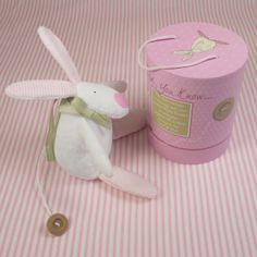 Rufus Rabbit kanin spilledåse til jente leveres i flott gaveeske.
