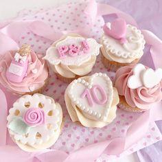 ♡ Chin Up, Princess ♡ Pinterest : ღ Kayla ღ 21st Birthday Cupcakes, Castle Birthday Cakes, Anniversary Cupcakes, Valentine Day Cupcakes, Pretty Birthday Cakes, Themed Cupcakes, 2nd Anniversary, Pretty Cupcakes, Beautiful Cupcakes