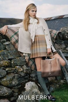 Fall 2014 Fashion Ads - Cara Delevingne for Mulberry, shot by Tim Walker. Cara Delevingne, Mode Country, Country Girls, Country Outfits, Style Work, My Style, Estilo Ivy, Mode Bcbg, Estilo Preppy