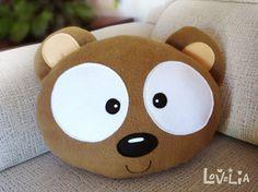 Coussin en peluche l'ours-décoratifs de NEBU par lovelia sur Etsy