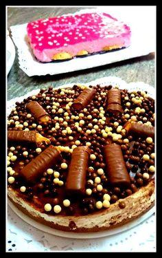 Bueno pues aquí os dejo la segunda tarta de mi cumpleaños Ingredientes galletas digestiv de chocolate 70 de mantequilla Mousse 1 tableta de Chocolate Lindt Medio bote de dulce de leche 500 de nata Krona Chocolate de arriba 1 tableta de chocolate l.indt...