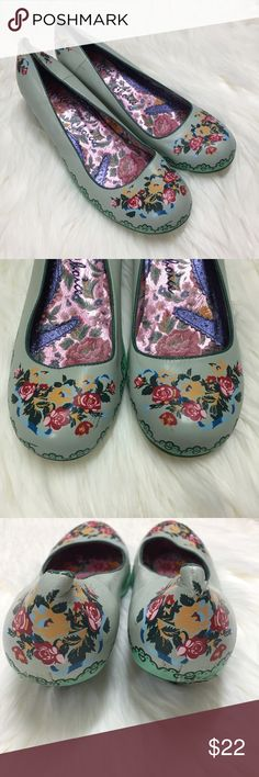 Irregular Choice Size 8 Green Floral Kitten Heels Some scuffing, wear and slight damage as shown in photos. I wore these one time to my high school prom ten years ago! Acceptable condition - still have some life left in them! Size 8 US, 39 EU. Fit true to size. Irregular Choice Shoes Heels