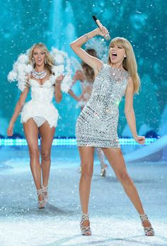 Victoria´s Secret Fashion Show 2013 Precioso vestido ;)