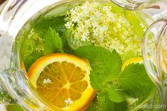 Vitaminwasser mit Holunderblüten ♥ Infused water with elderflower - fresh and healthy