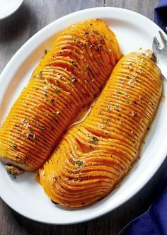 Roasted butternut squash with garlic butter — Easy and SO delicious! : Roasted butternut squash with garlic butter — Easy and SO delicious! Butter Squash Recipe, Garlic Butter, Garlic Sauce, Thanksgiving Side Dishes, Easter Dishes, Fall Dishes, Thanksgiving Recipes, Mets, Vegetable Recipes