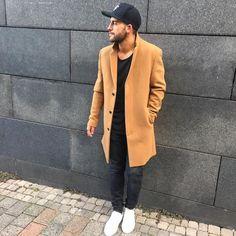 Coat game on point! Urban Street Style, Street Style Trends, Urban Style, Urban Fashion, Mens Fashion, Mens Style Guide, Style Men, Men's Style, Teenage Guys