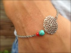 Bracelet fin ESMERALDA, argenté, turquoise & corail  : Bracelet par bleu-boheme sur ALittleMarket
