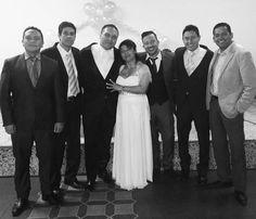 Adivinen quién de todas estas personas es el único que sigue soltero y sin hijos??  #huesoduroderoer #boda #matrimonio