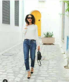 Escarpines de Chanel. Nouveau Look, Chanel, Winter Looks, Blouse, Mom Jeans, Chic, Instagram Posts, Pants, Fashion