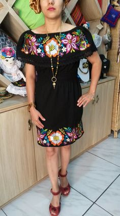 Fashion Room, Fashion Wear, Womens Fashion, Mexican Fashion, Mexican Style, The Dress, Dress Skirt, Traditional Mexican Dress, Embroidery On Kurtis