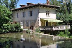 L'Hostellerie Les Gorges de l'Aveyron se trouve près des jolis villages perchés de Penne et Bruniquel. C'est le moment de profiter d'un hôtel de charme situé dans un écrin de verdure et joliment arboré... Tentez l'expérience avec Bontourism® !
