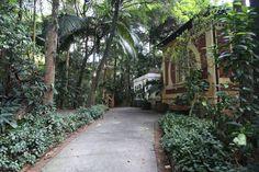 ESTADÃO 16/10/15 Curtir uma sombra no Parque Trianon Ir ao Parque Tenente Siqueira Campos, mais conhecido como Parque do Trianon, pode ser uma boa pedida para curtir a região debaixo das árvores. O parque fica aberto diariamente de 6h às 18h. Para quem vai de Metrô, a Estação Trianon-Masp está em frente