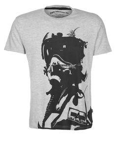 Alpha Industries T-Shirt: http://zln.do/11FdT4Z