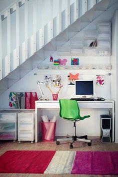 heimbüro im flur gestalten arbeitstisch grüner stuhl pc