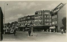 De Kleiweg, hoek Rozenlaan, in 1950, tenminste volgens het bijschrift van de foto. De strepen om de lantarenpalen doen vermoeden dat de foto in de oorlog moet zijn gemaakt.