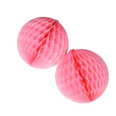 Pequeñas bolas de nido de abeja color rosa para decorar fiestas, de www.fiestafacil.com -  / Small pink honeycomb balls for party decorations, from www.fiestafacil.com