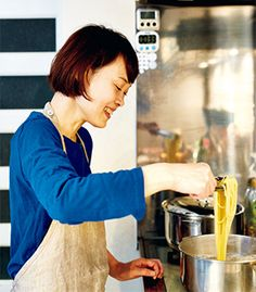 生のパクチー(香菜)と青じそと、レモンとナンプラーの組み合わせが斬新。 自身も麺 - Yahoo!ニュース(講談社 JOSEISHI.NET)