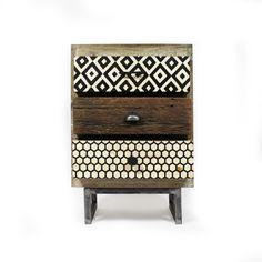 Cette table de chevet allie différents matériaux et coloris de façon très  esthétique. Son piétement 54496362e5c2