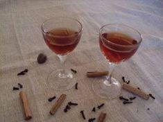 Σπιτικό λικέρ κανέλα (τύπου τεντούρα) Alcoholic Drinks, Cocktails, Wine, Cooking, Foods, Liquor Drinks, Cucina, Food Food, Food Items