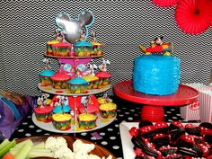 Mickey Mouse Clubhouse Party: Cupcake and Cake Table