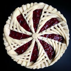 Circle lattice: Cut out circles and them like a pie crust, putting the shape over and then under the circles. Pie Decoration, Decoration Patisserie, Beautiful Pie Crusts, Pie Crust Designs, Just Pies, Pies Art, Pie Tops, Pie Crust Recipes, Cupcakes