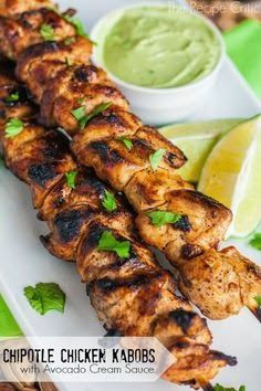 Chipotle Chicken Kabobs With Avocado Cream Sauce favoriterecipes27.blogspot.co.il/2014/06/chipotle-chicken-kabobs-with-avocado