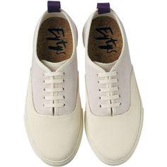スニーカー ❤ liked on Polyvore featuring shoes, flats, sneakers, flat shoes, flat heel shoes, flat pumps and flat pump shoes