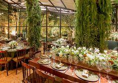 Com ilhas gastronômicas da Duas Gastronomia e plotagem da Além da Mídia, esta decoração de casamento inspirada na Toscana foi assinada pela Clarissa Rezende