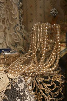 ❥ Sheelin Antique Lace Shop Vintage Pearls