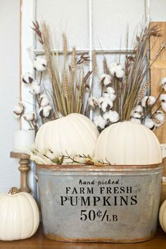 Beautiful DIY Rustic Decoration Ideas for Fall DIY Farmhouse Pumpkin Bucket. Love the farmhouse look for Fall with this simple but elegant pumpkin bucket. You can make your own one in just a few easy steps! Thanksgiving Crafts, Thanksgiving Decorations, Fall Crafts, Seasonal Decor, Outside Fall Decorations, Fall Harvest Decorations, Diy Crafts, Design Crafts, Rustic Fall Decor