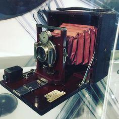 Abuelita #camera #camara #antique #vintage #oldschool #antigua #analogphotography #analog #museum #museo #unam #universum #ciudaduniversitaria #CDMX #Mexico #IgersCDMX #DF #city #MexicoCity #Mexigers #Mextagram #ig_mexico #beautiful #awesome #nice #shot #picoftheday #bestoftheday #love #photo