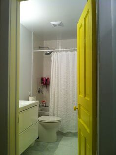 New bathroom - finished! Bathroom Yellow, Yellow Doors, My Ideal Home, Painted Doors, Bathroom Inspiration, Sweet Home, Bathtub, It Is Finished, Canada
