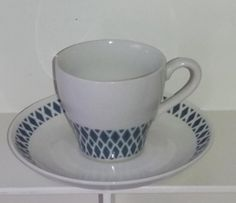 Arabian puhalluskoristeinen ehjä kahvikuppi Coffee Set, Coffee Cups, China Art, Teacups, Scandinavian Style, Tea Set, Cup And Saucer, Finland, Retro Vintage