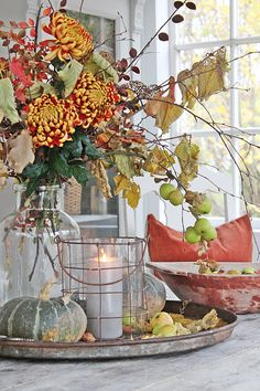 This table has a beautiful fall vignette. It's amazing what you can pull together with just items from the outdoors. This fall floral bouquet is perfect for the table. Inspiring Farmhouse Fall Decor on Frugal Coupon Living. Fall Home Decor, Autumn Home, Holiday Decor, Diy Autumn, Autumn Ideas, Seasonal Decor, Fall Vignettes, Vibeke Design, Home Decoracion