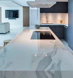 Choosing New Kitchen Countertops Kitchen Room Design, Luxury Kitchen Design, Luxury Kitchens, Home Decor Kitchen, Interior Design Kitchen, Cool Kitchens, Kitchen Ideas, Kitchen Layout Inspiration, Tuscan Kitchens