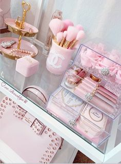 So many pretty things in one picture! ✨ Happy Saturday Beauties I'll be announcing the giveaway winner tomorrow! Cute Bedroom Ideas, Cute Room Decor, Girl Bedroom Designs, Room Ideas Bedroom, Pink Boutique Uk, Makeup Room Decor, Pink Bedroom Decor, Mode Rose, Pink Vanity