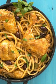 This whole chicken cacciatore stew is a traditional Italian recipe. Bucatini pasta cooked in the tomato sauce makes it a complete dinner! Stuffed Whole Chicken, Spinach Stuffed Chicken, Bucatini Pasta, Best Diet Foods, Chicken Cacciatore, Greek Dishes, Unprocessed Food, Pasta Noodles, How To Cook Pasta