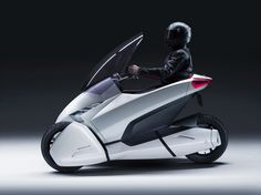 #motofoto #piaggio mp3 lt 300  http://www.motofoto.es/piaggio-mp3-lt-300-l-100km-foto-56950.html Piaggio Innovando