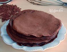 Crepes al cacao, ricetta base per deliziosi dolci a base di crepes, si prestano ad essere riempite con creme o confetture di frutta