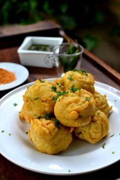 Batata Vada, delicious potato fritters from Mumbai