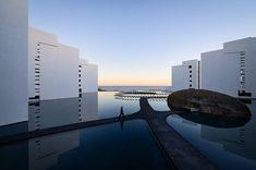 The Mar Adentro Hotel in San José del Cabo, Mexico, is probably the most white minimalist hotel you'll ever see. The hotel, designed by Mexican architect Miguel Ángel Aragonés, has that are a modern minimalist-lovers dream San Jose Del Cabo, Hotel San Jose, Miguel Angel, Floating Hotel, Local Architects, Property Design, Baja California, Calistoga California, Beautiful Hotels