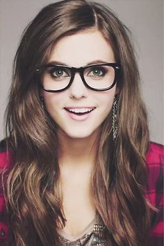 Tiffany Alvord ❤ Love your voice. Your one of my favourite cover artists! Tiffany Alvord, Pretty People, Beautiful People, Beautiful Ladies, How To Wear Makeup, Female Character Inspiration, Brunette Girl, Girls With Glasses, Models