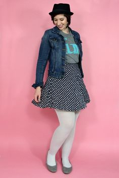 A fun outfit consisting of a graphic tee, polka dot skirt, and minty blue tights! Blue Tights, White Tights, Skirt Outfits, Cool Outfits, Fashion Outfits, Only Fashion, Outfit Posts, Leggings, Capsule Wardrobe