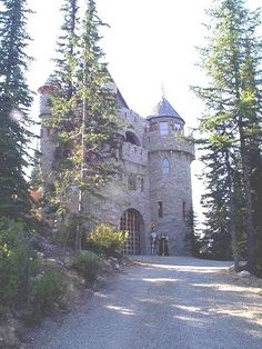 Kataryna Castle, Sandpoint, Idaho. Hopefully I can visit this castle when I visit Sandpoint next month :D