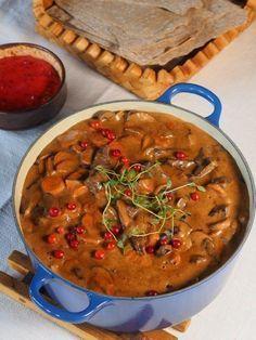 I dag slår jeg et slag for Kirstens elggryte Denne gryta er prisbelønt, og den er enkel, god og genial. Den egner seg like godt til festmat som mat i førjulstiden. Kirstens elggryte (4 porsjoner) … Food N, Food And Drink, Great Recipes, Favorite Recipes, Norwegian Food, Cooking Recipes, Healthy Recipes, One Pot Meals, Quick Easy Meals