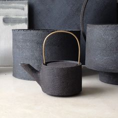 Ceramic tiles are a popular choice for many people and are especially popular in rooms of the house, such as the kitchen and the bathroom. Ceramic Tableware, Ceramic Teapots, Ceramic Bowls, Ceramic Pottery, Ceramic Art, Earthenware, Stoneware, Vase, Tea Brands