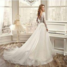Niezwykle piękna suknia z najnowszej kolekcji @nicolespose  Dołącz do nas i pokaż swoją sukn  Publikując zdjęcia na pin powiązane ze ślubem, ceremonią, sukienkami na wesele dla gości i druchen   #weddingdress #bridellook #brid...